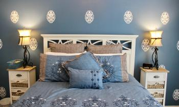 The Bluebonnet Room contains a Queen Stearns and Foster mattress.